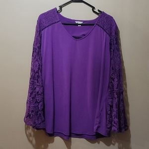 Blouse with lace bell style sleeve